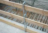 Seitenschutz mit Steckpfosten und Holzlatten