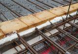 Das Schliessen der Zwischenräume mit Bauschaum sowie das Entfernen nach dem Betonieren der Etappe kostet viel wertvolle Arbeitszeit. Der Schalflex Abschalgummi in Kombination mit dem U-Eisen ist hier die optimale Lösung!