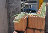 Wall-Grip Light wird mittig auf die Lagerfuge ausgerollt und einfach übermauert